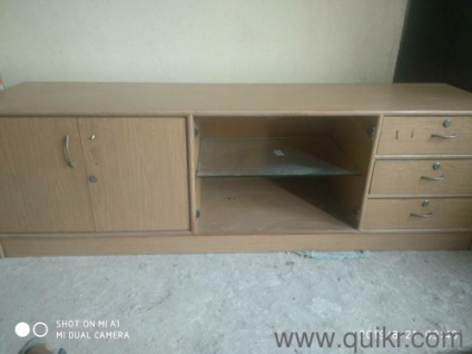 TV / DVD PLAYER / MAGAZINE STAND in used condition