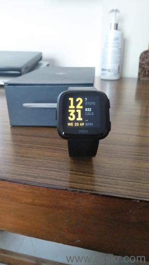 FITBIT VERSA 2 MONTHS OLD LATEST SOFTWARE WITH ORIGINAL BOX AND BILL
